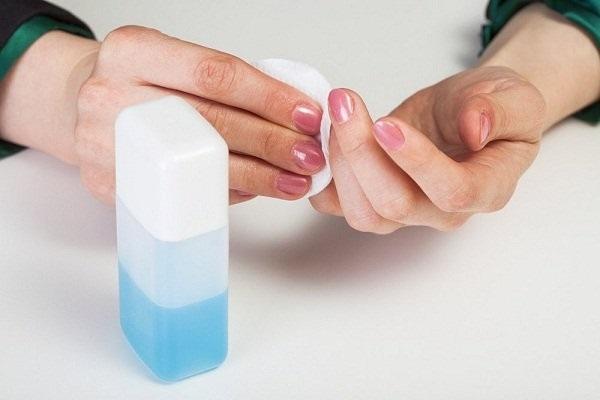 Chẳng cần đến Acetone, sơn móng tay vẫn được tẩy sạch và siêu an toàn